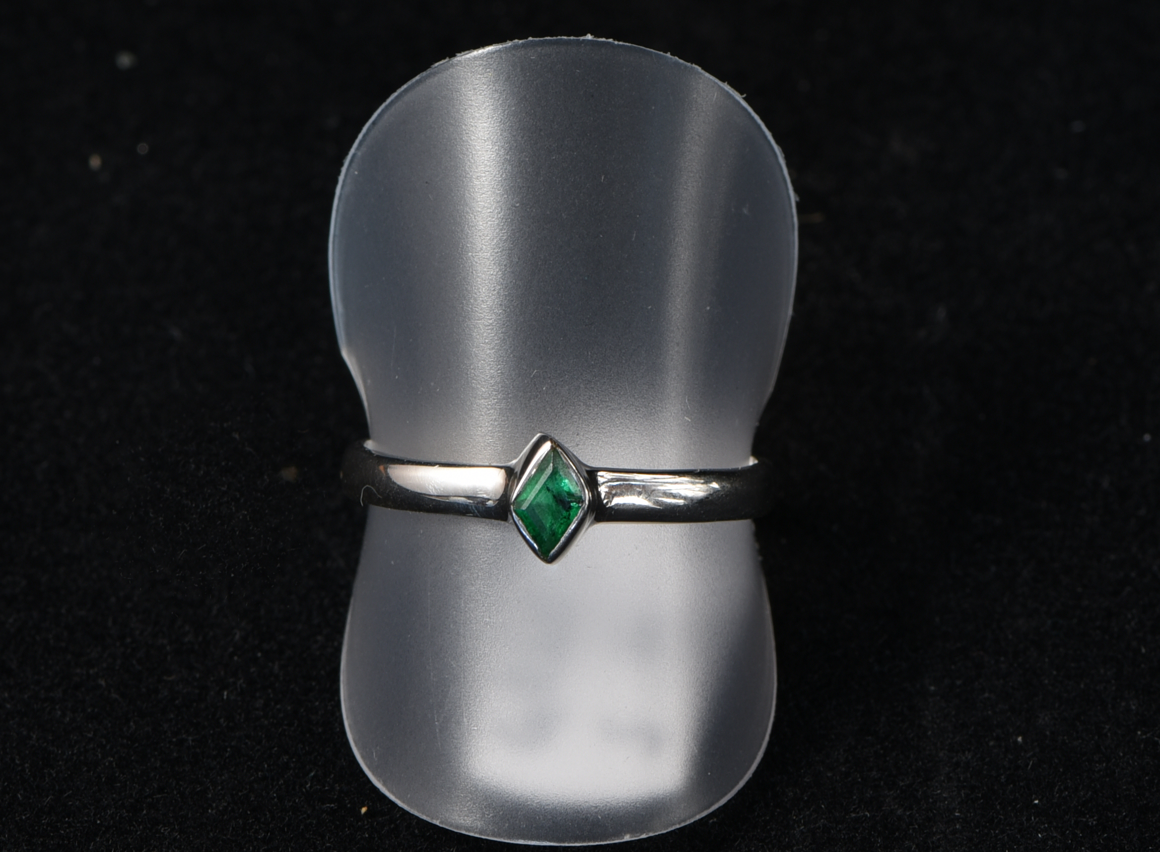 Emerald ring (Size 60)